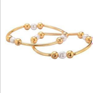 Avon Freshwater Pearl Bracelet Set.